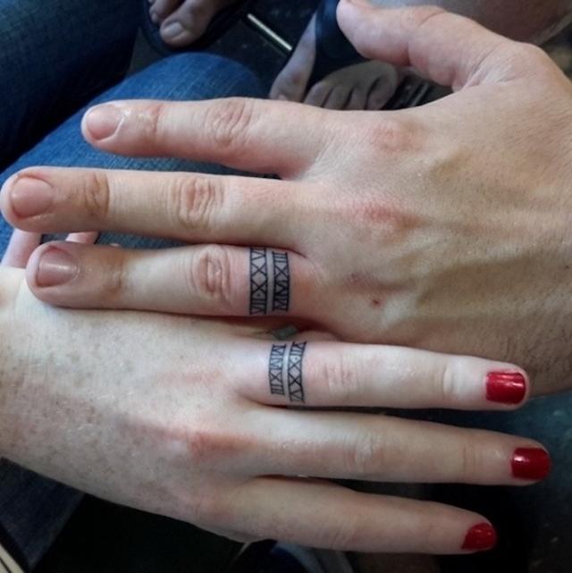 Tetované snubní prsteny