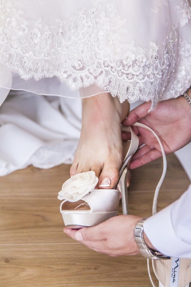 Jak předejít bolesti ze svatebních střevíčků?