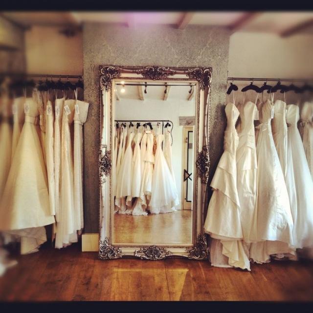 Dvoje svatební šaty? Máme pro vás všechna pro a proti!