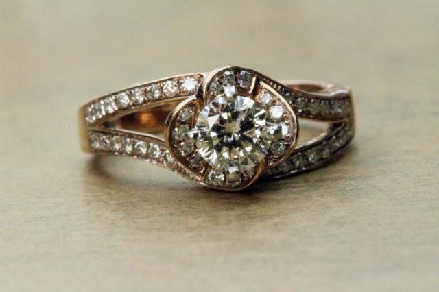 Jak si vybrat prsten, který ruce skutečně zalichotí