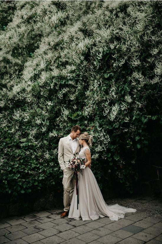 Tmavě zelená svatební inspirace