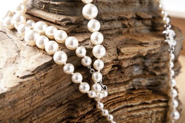 Pravé perly jsou okouzlujícím svatebním doplňkem