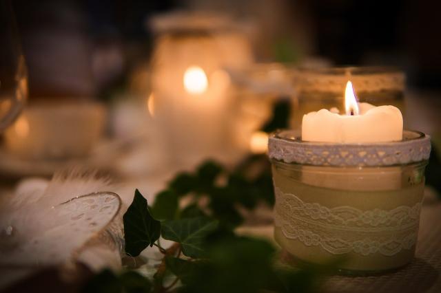 Líbivé svícínky zvládnete vyrobit za pár korun.