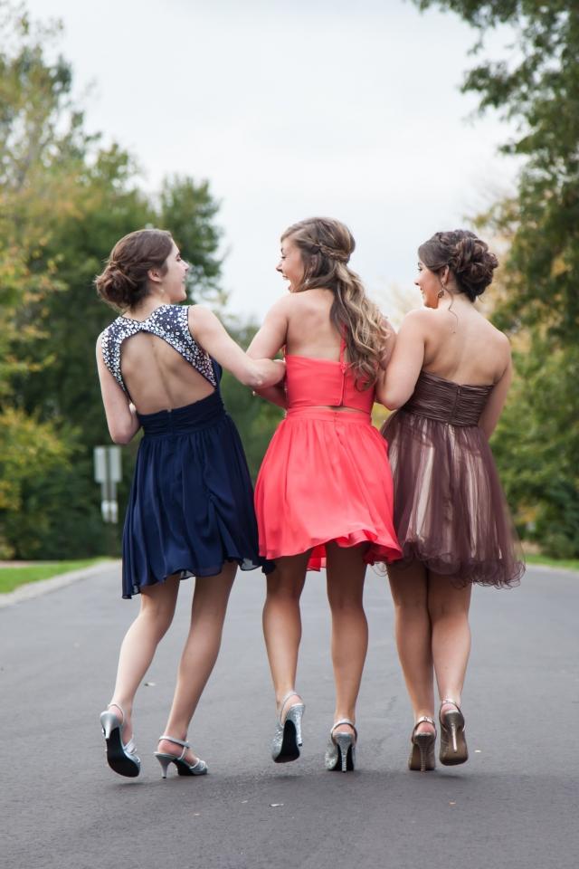 Na svatbu se oblékněte společensky