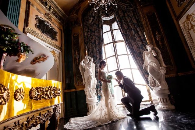 Zámecké interiéry se ve svatebním albu budou vyjímat.