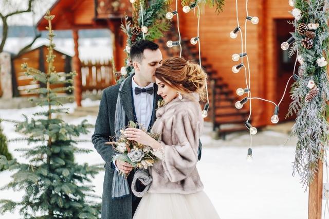 Pro zimní svatbu je pelerína jako stvořená