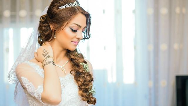 Vlasy jsou korunou krásy.