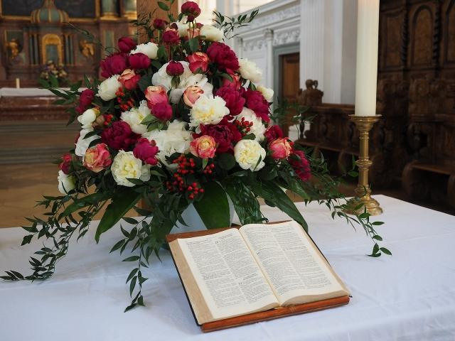 Svatební oltář v kostele