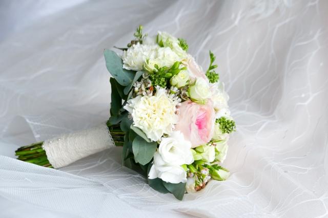 Umělou svatební kytici dnes už nerozeznáte na první pohled.