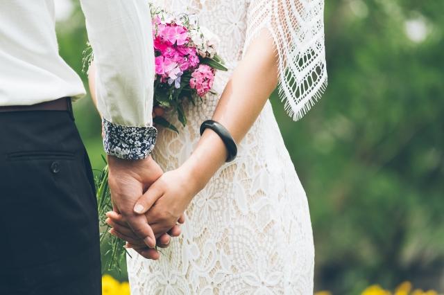 Drobná svatební kytice není ostuda, ale novodobý trend