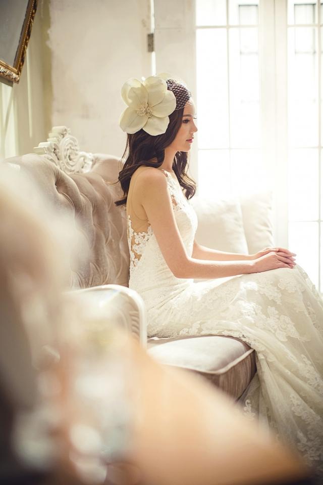 Nevěsty si velmi oblíbily fascinátor se síťkou.