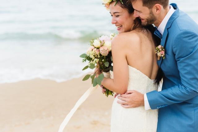 Na co se nikdy nezapomíná? Sladit svatební kytici s korsáží.