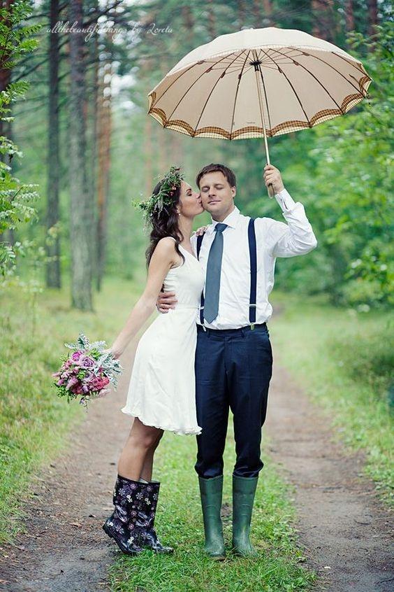 Stylové holinky jsou příjemným oživením každého svatebního outfitu.