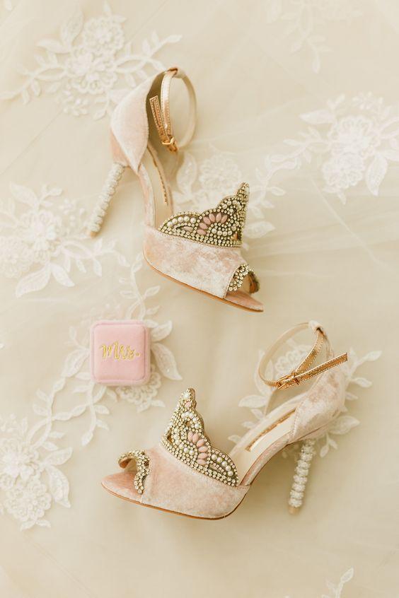 V teniskách, nebo naboso? Svatební boty odrážejí osobnost nevěsty