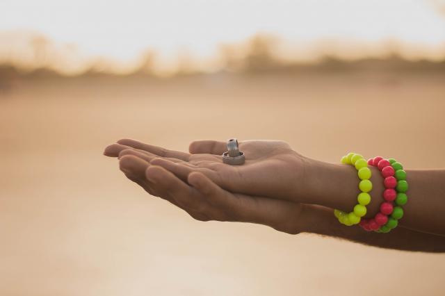 Zvětšení snubního prstenu vs. pořízení nových prstýnků po letech
