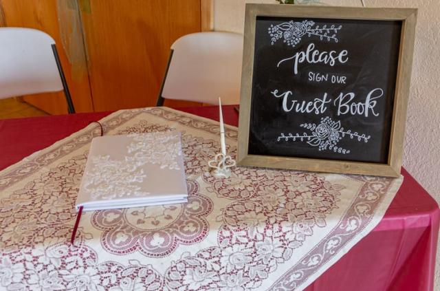 Zábavná i nostalgická: Svatební kniha hostů je perfektní památkou