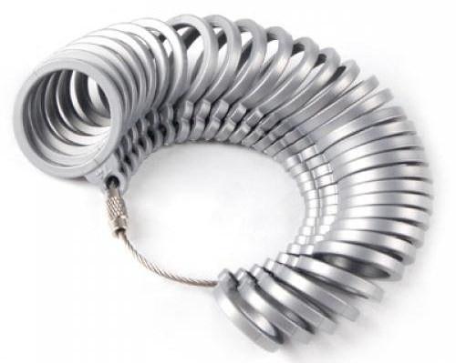Měřící kroužky pro volbu správné velikosti snubních prstenů