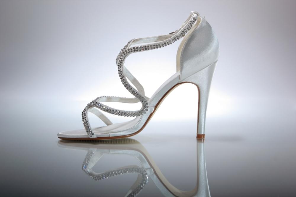 2640101077a Jak se vybírá svatební obuv