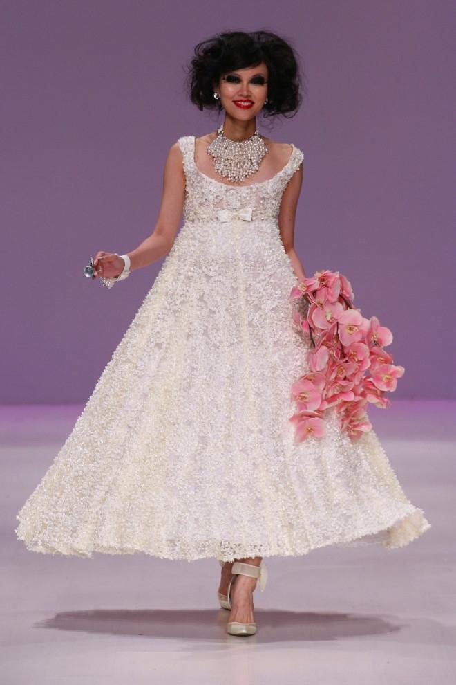 ba24147252f ... Trochu jiné svatební šaty ...