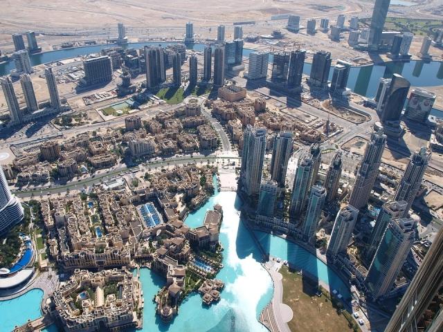 Dubaj - mrakodrapy mezi dunami
