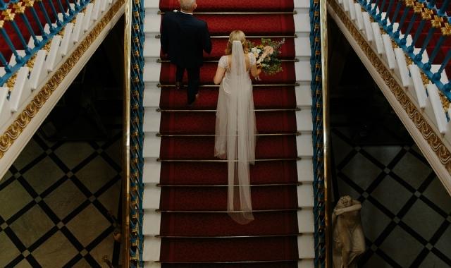 Dlouhé svatební šaty - výhody a nevýhody
