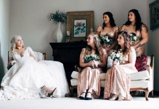 DOKONALÁ DRUŽIČKA: Oslní mlsné kocoury, ale nevěstu nezastíní!