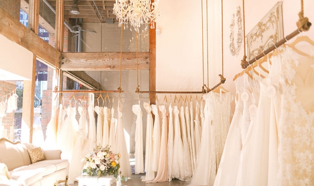 Jak na správné zkoušení svatebních šatů?