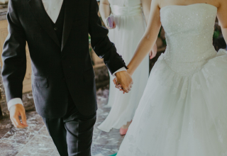 Jak se obléct na svatbu v roce 2021?