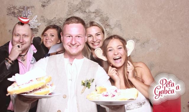 Jak zabavit svatebčany mezi hostinou a tancováním
