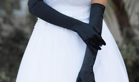 Nevěsty, zkrášlete své ruce! Navlékněte svatební rukavičky