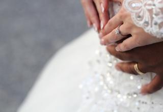 Odlišné snubní prsteny: Originální řešení současnosti