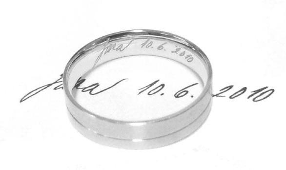 Originální rytina na snubní prsteny s vlastním rukopisem