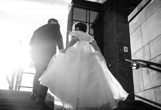 Otázka, která zní v hlavě každé nevěsty: Kdo mě povede k oltáři?