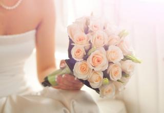 Proč nevěsta na svatbě hází kyticí?