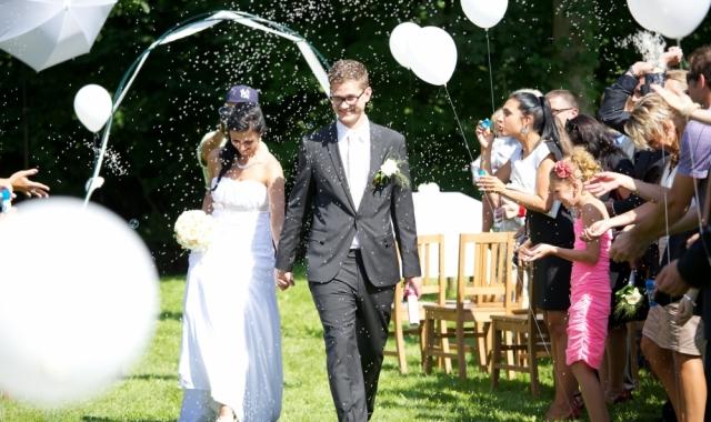 Reportáž: Krásná venkovní svatba v Českém ráji