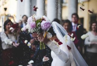 Snoubenci, na svatbu si neberte dovolenou. Jak získáte placené volno?