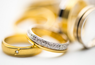 Snubní prsteny i po letech jako nové. Jak o ně pečovat?