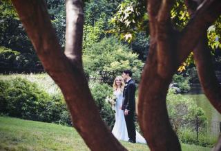 Svatba doma na zahradě. 5 otázek napoví, zda je to dobrý nápad