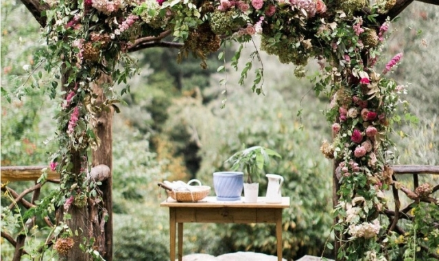 Svatby se letos se nesou v duchu jednoduchosti a romantiky