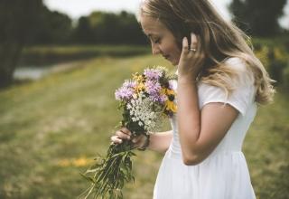 Svatební kytice z lučních květin