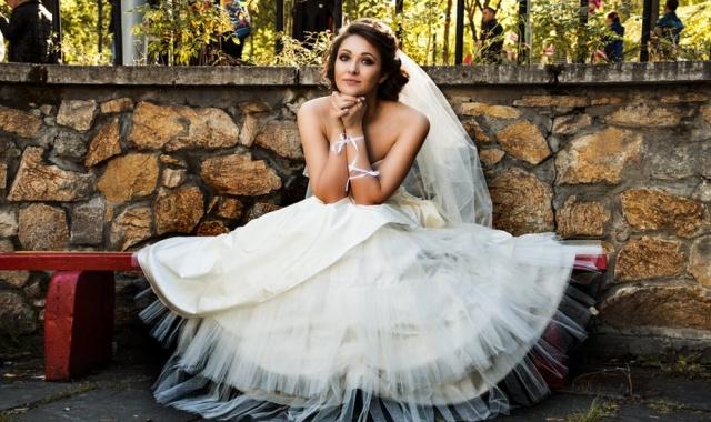 Svatební šaty jako princezna, nebo jednoduchá elegance