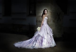 Svatební šaty z butiku Blanky Matragi