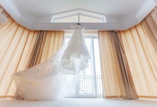 Svatební šaty z půjčovny nebo šité na míru?