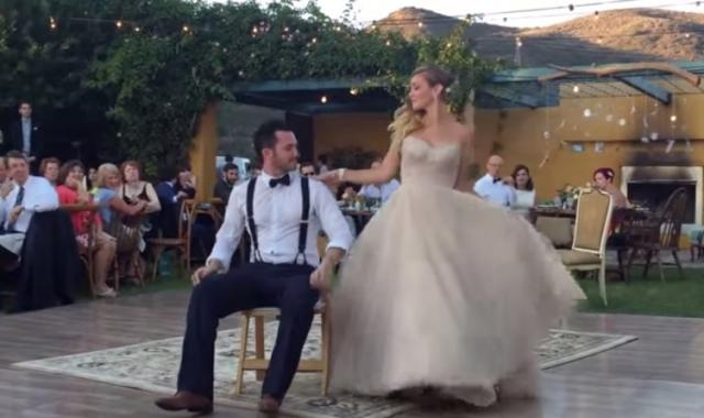 Svatební tanec, který překvapil všechny hosty!