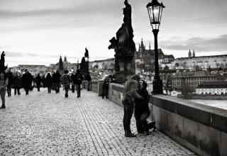 Tajné zásnuby na Karlově mostě