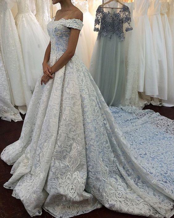 a59bdd29e4bc Výběr svatebních šatů podle postavy  Co vám bude slušet a čemu se vyvarovat
