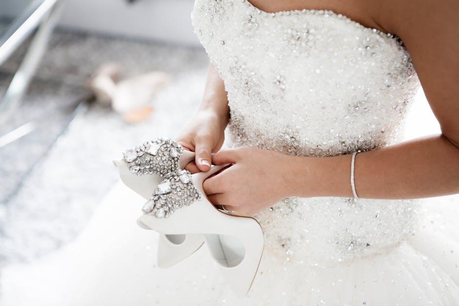 f55ddc6dd151 Jak si vybrat svatební šaty přesně podle postavy